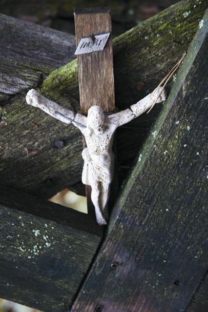 Во время эпидемии чумы одному крестьянину был Голос, повелевший взять крест и идти на Грабарку с теми, кто еще может идти. Люди с крестами поднялись на гору. И… спаслись