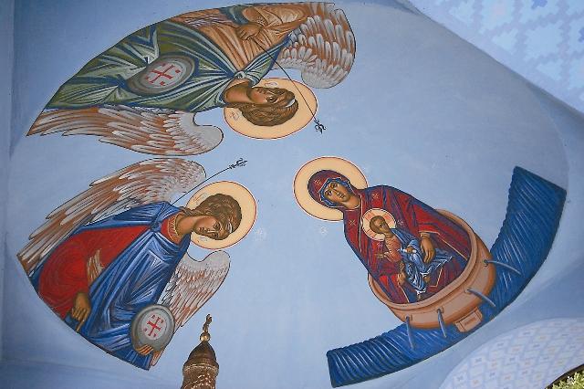 В преображенскую ночь людей на Грабарке собирается столько, что исповедь для паломников длится целые сутки, а в сам праздник служится четыре Литургии