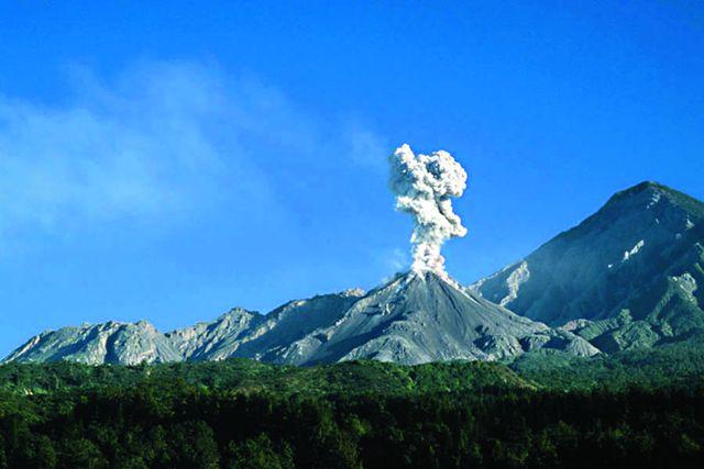 Более половины территории страны занимают горы. Здесь находятся 33 вулкана, из них три – действующие