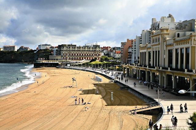Влияния басков, британцев и французов причудливым образом соединились в Биаррице, придав его облику своеобразный шарм