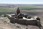 В Кафедральном соборе Эчмиадзин хранится бесценная святыня – часть Копья, пронзившего при распятии ребро Спасителя