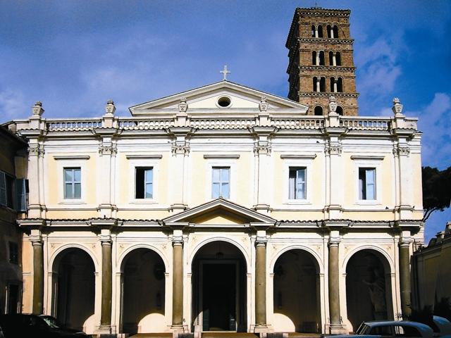 В Римской Базилике на Авентинском холме хранятся мощи св. Вонифатия