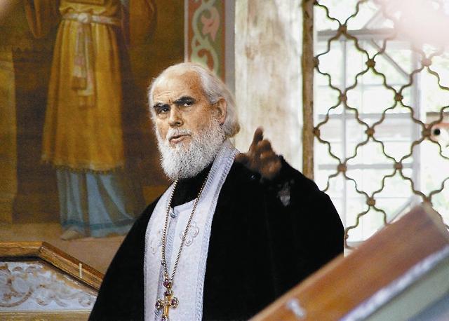 В храме Рождества святого Иоанна Предтечи архимандрит Герман ежедневно проводит по особому чину службы по изгнанию злых духов