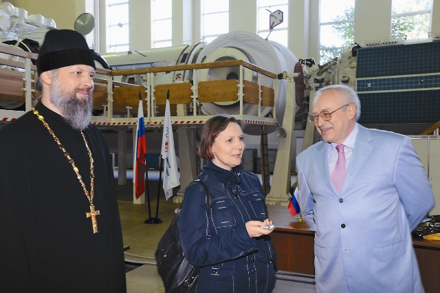 Журналисты «Православного паломника» с интересом ознакомились с макетом космической станции,