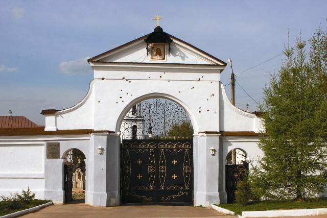 Главные врата, испещренные картечью в сражении 1812 года