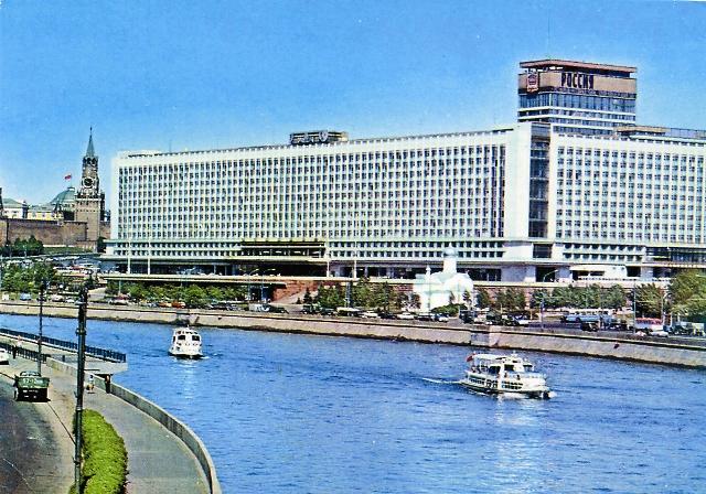 Место, где стояла святыня, скрыло здание гостиницы «Россия»