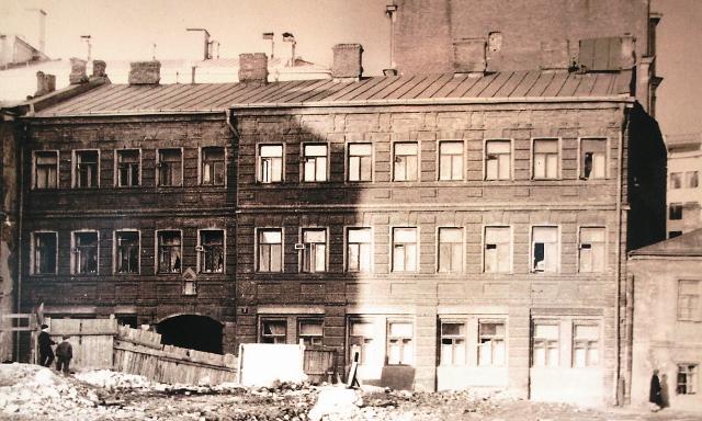 Дом в Кривом переулке, в котором жила семья священника