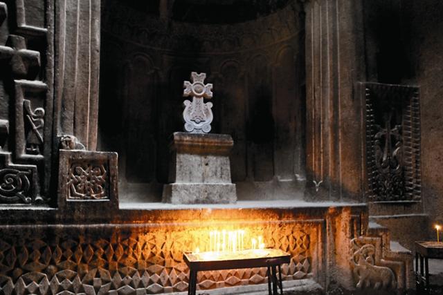 Древние хачкары, каменные кресты-памятники, представляют собой уникальное явление христианской культуры