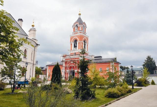 Восстановленная коло- кольня Спасо-Вифанского монастыря