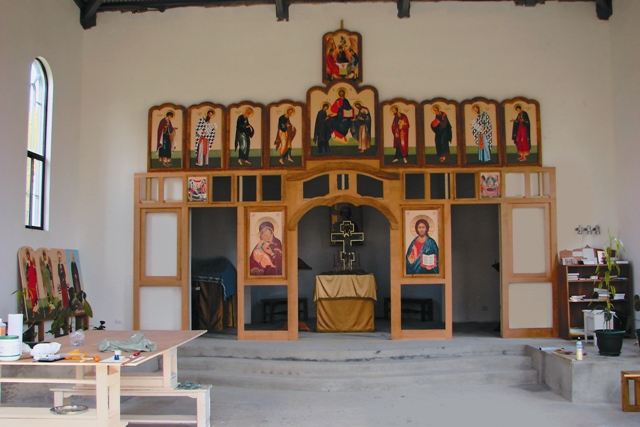 Иконостас, построенный волонтерами