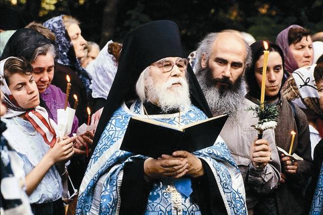 В Псково-Печерский монастырь к отцу Иоанну за советом приезжали самые разные люди. И до сих пор письма с разных концов света продолжают приходить сюда