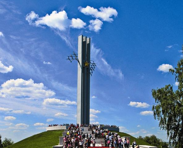 Мемориальный комплекс «Журавли». Посвящен саратовцам, погибшим в годы Великой Отечественной войны