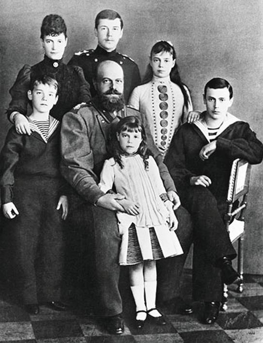 Мария Федоровна и Александр III с детьми