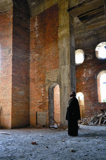 Настоятель храма протоиерей Вячеслав Величко