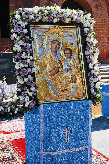 На протяжении веков к молитвам перед Иверской иконой Божией Матери прибегали во всех войнах и бедах, грозивших Русской земле
