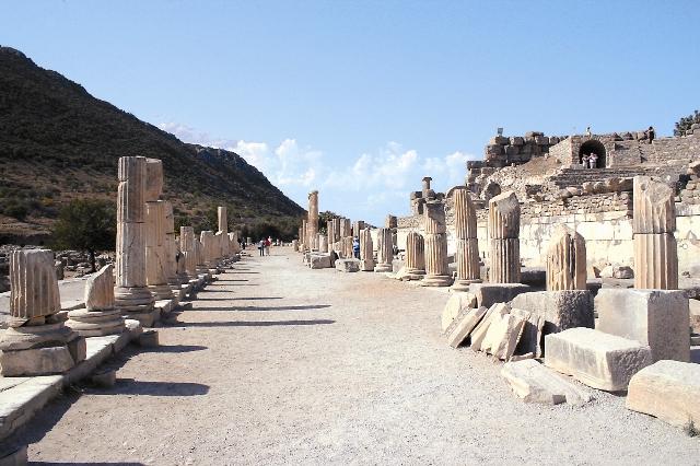 Почти две тысячи лет назад по этим улицам ступала нога fпостола Павла, проповедавшего Евангелие