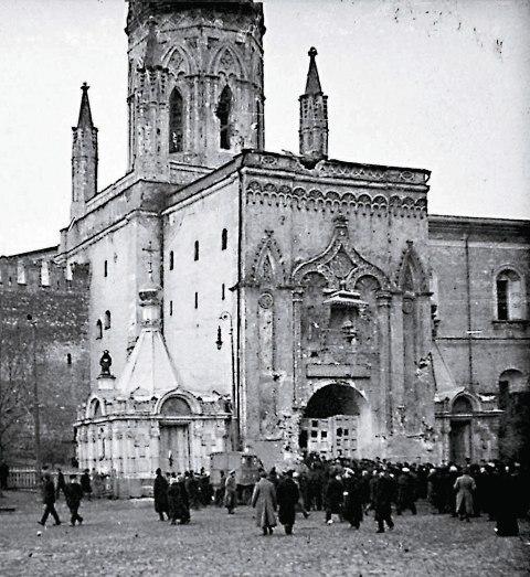 Никольская башня после обстрела