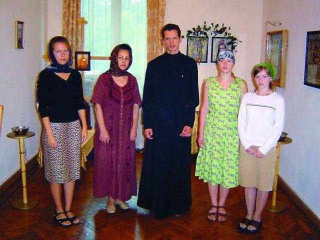 Отец Дионисий с прихожанами