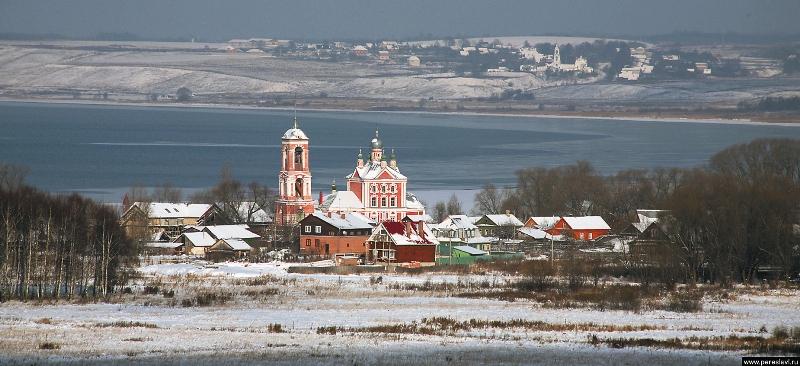 Убаюканный Плещеевым озером Переславль- Залесский дышит такой красотой и умиротворением, что бродить по его заснеженным улицам – уже счастье