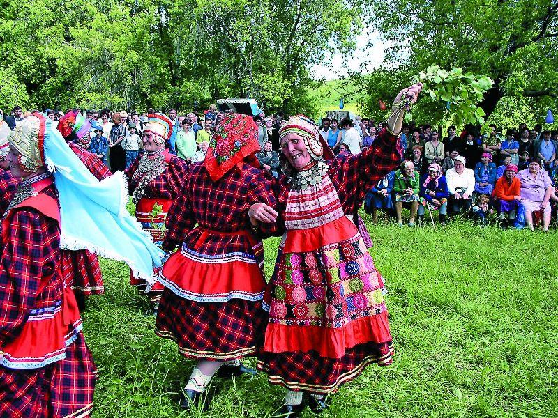 Праздник Троицы в деревне Брюшли отмечают два дня