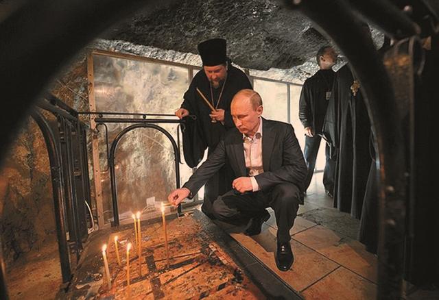 Президент России Владимир Путин в Храме Гроба Господня