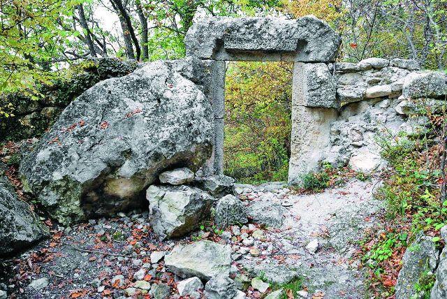 Развалины Мангуп-Кале