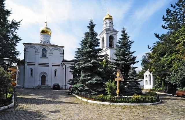 Рождественская церковь в Старом Симонове