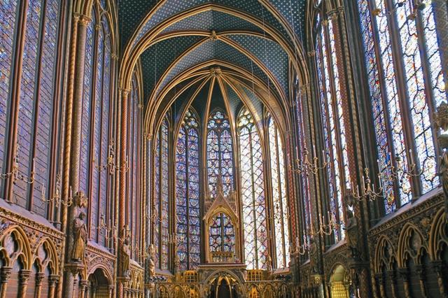 Сен-Шапель была построена специально для поклонения Терновому венцу