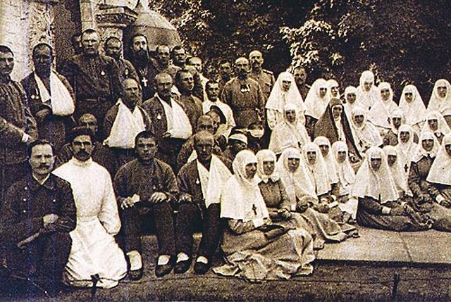 Известные хирурги приглашали Елизавету Федоров- ну ассистировать во время трудных операций