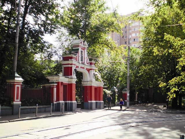 Храм Пимена Великого в Нововоротниковском переулке. Рядом с ним в трамвае поймали на краже Шуру Балаганова из «Золотого теленка»