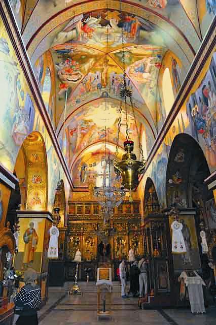 Интерьер монастырского храма