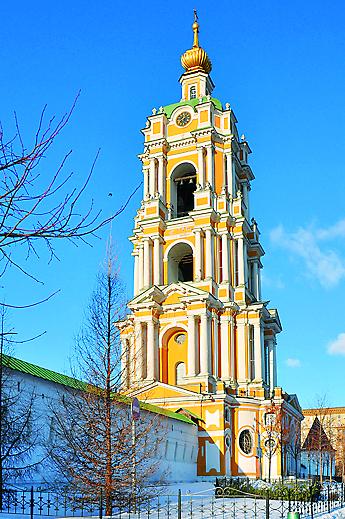 Храм в колокольне Ново- спасского монастыря (Крестьянская пл., д. 10)