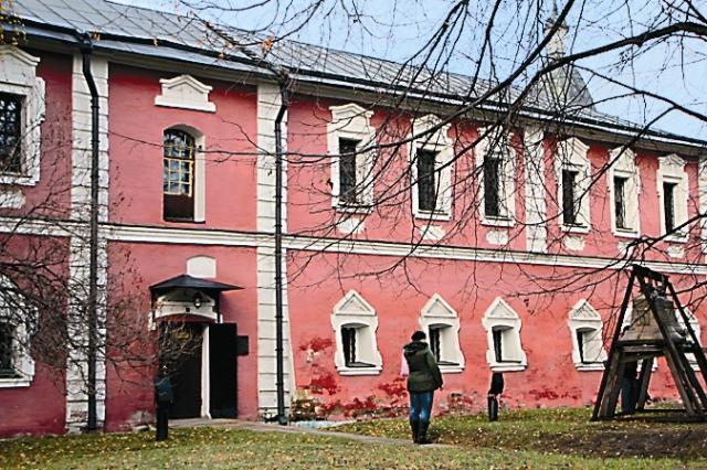 Братский корпус был отстроен в 1763 году.