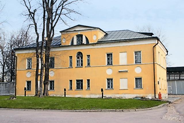 К началу XIX века монастырь стал центром просвещения, и уже в 1814 году тут открылось духовное училище