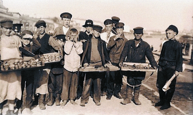 Так выглядели разносчики товаров в ХIХ веке