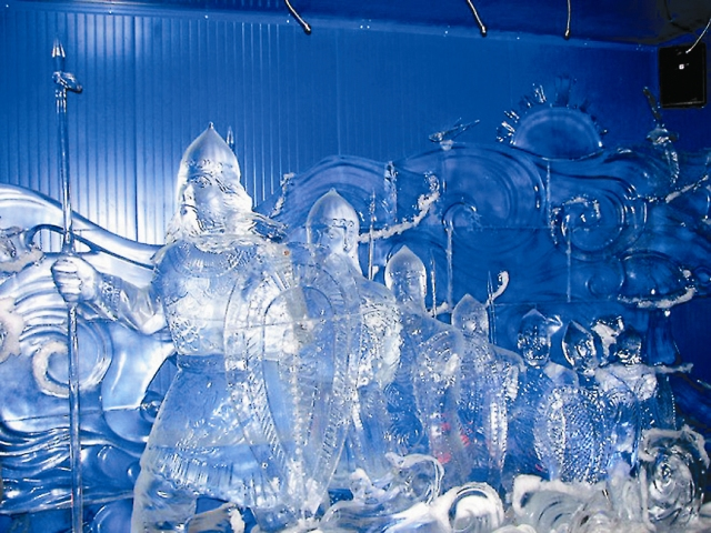 Зимой здесь можно увидеть скульптуры изо льда