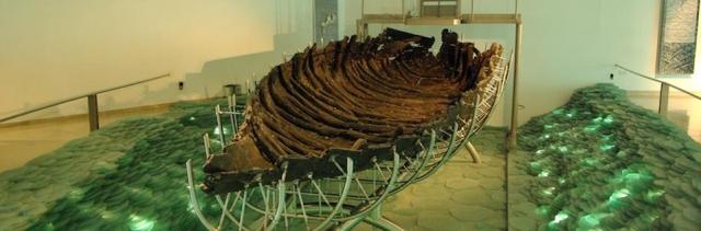 В 1986 году на северо-западном берегу Галилейского моря была обнаружена древняя рыбацкая лодка времен Иисуса Христа. Остатки лодки, пролежавшей на дне моря почти 2000 лет, были обнаружены в иле во время засухи, когда вода отступила