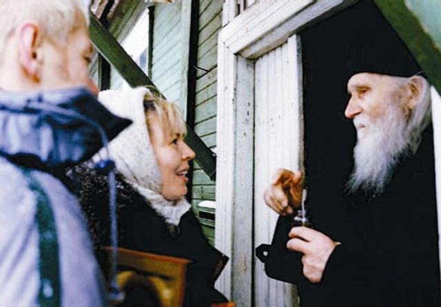 Ольга Кормухина приехала к старцу Николаю просить благословение на монаше- ский постриг. Вместо этого он благословил ее на брак