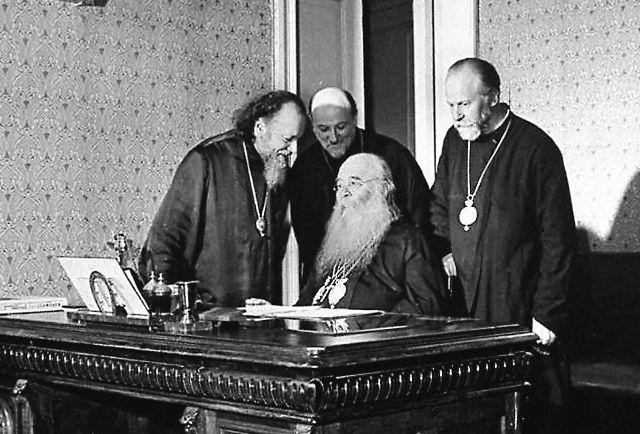 «Церковь благословляет всех православных на за- щиту священных границ нашей Родины. Господь нам дарует победу»