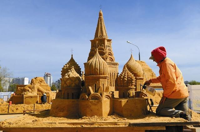 Каждый год в Коломенском проходят выставки песочных скульптур