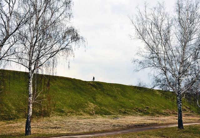 Пройдитесь с неспешной думой по земляному валу, оставшемуся от рязанского кремля