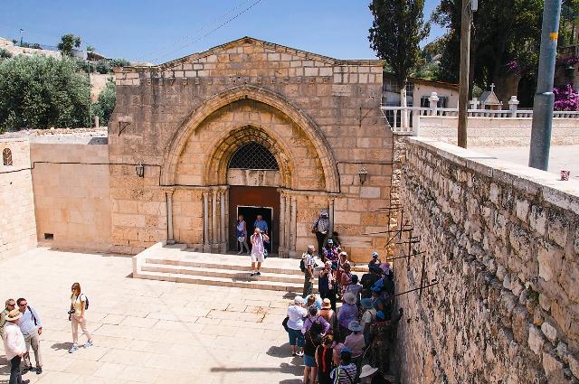 Вход в храм Успения Пресвятой Богородицы