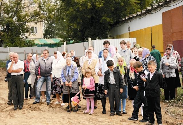 Молебен на начало строительства храма был совершен 28 августа 2010 года