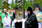 В 1983 году были заложены новый храм в честь Казанской иконы Божией Матери и сестринский корпус