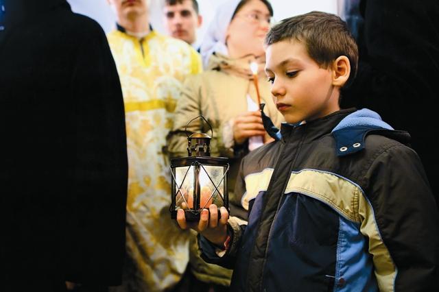 Лишь в начале 90-х здание возвратили Русской Православной Церкви, и после восстановления внутреннего убранства здесь возобновилось богослужение.