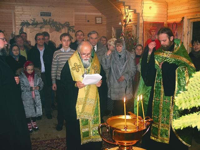 Епископ Орехово-Зуевский Пантелеимон совершает молебен