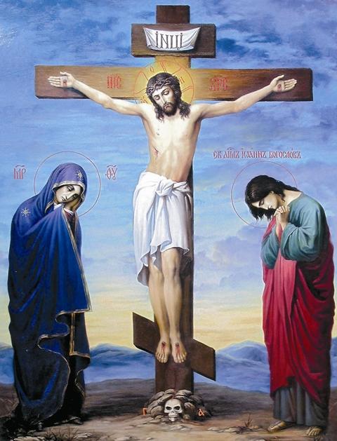В Евангелии ничего не говорится о том, был ли на голове Христа Терновый венец, когда Он висел на кресте Голгофы.