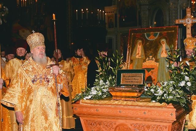 Патриарх Алексий II служит торжественный молебен в Москве