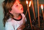 Зажечь в храме свечу – это всегда радостно, и почетно