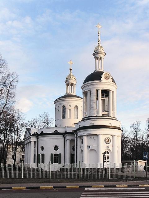 Добровольцы обнаружили фундаменты колокольни и фрагменты архитектурного убранства, что помогло вовремя сделать проект восстановления храма